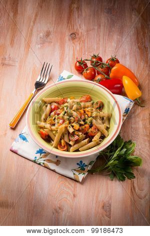 pasta with fresh tomatoes and capsicum