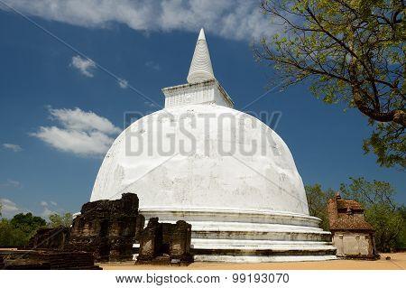 Kiri Vihara Buddhist Stupa In Polonnaruwa, Sri Lanka