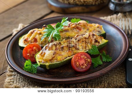 Stuffed zucchini with chicken, tomatoes and onion with cheese crust