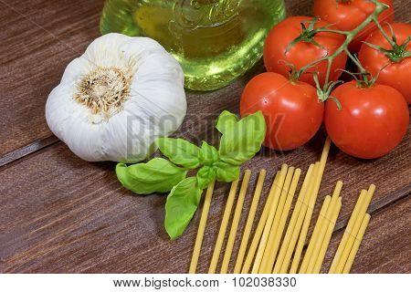 Spaghetti, Tomatoes, Basil, Olive Oil And Tomatoes