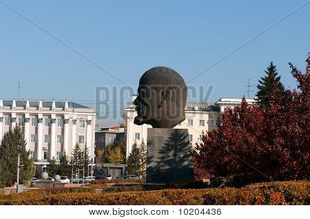 largest head of Vladimir Lenin