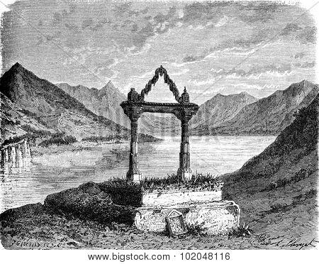 Rajput falls in Burdi Talao. vintage engraved illustration. Le Tour du Monde, Travel Journal, (1872).