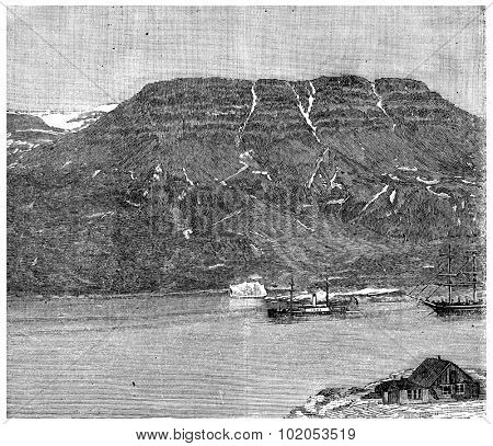 Thetis and bear passing the island of Disko. Death of sailor Ellisen, vintage engraved illustration. Journal des Voyage, Travel Journal, (1880-81).