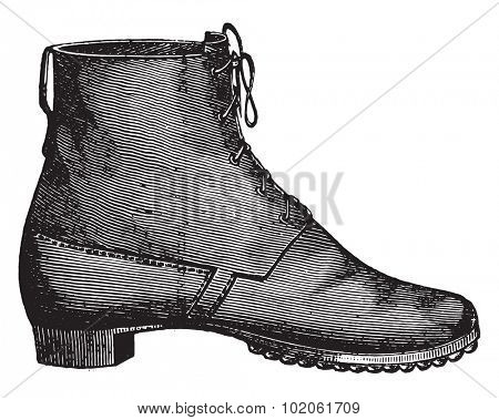 Prescription shoe for the foot soldier passed, vintage engraved illustration. Industrial encyclopedia E.-O. Lami - 1875.