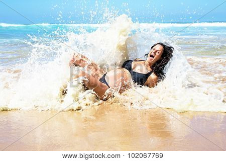 Pregnant woman caught in ocean waves