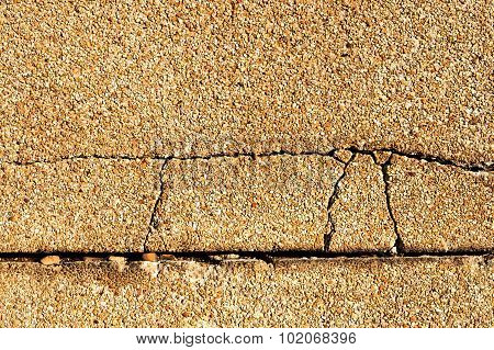 Crack Exposed Aggregate Finish Wall
