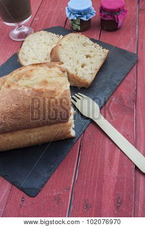 Sponge Cake Vertical