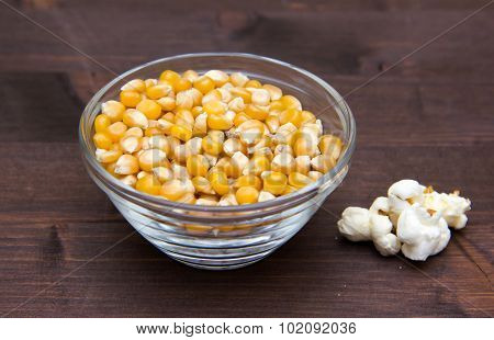 Maize grain dried with popcorn next on wood