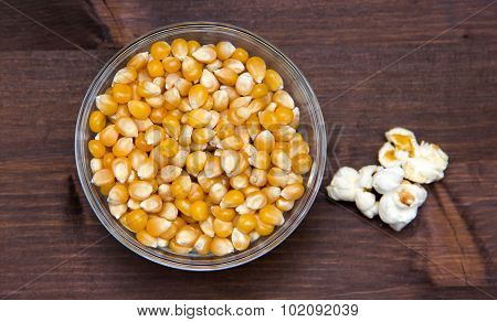 Maize grain dried with popcorn next on wood from above