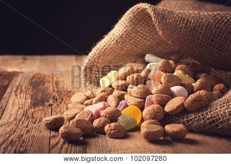 Jute bag with pepernoten