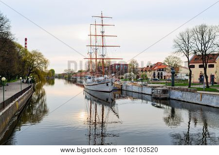 Ship-restaurant