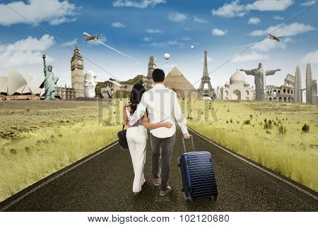 Happy Couple Going To Honeymoon At The World Monuments