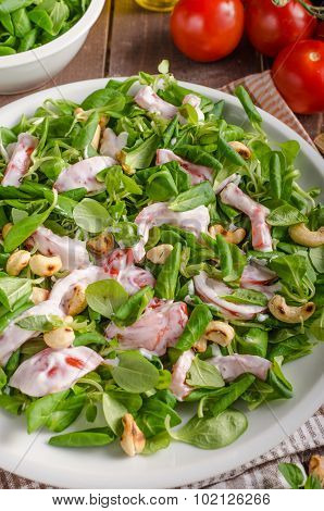 Salad With Tomatoes And Roasted Nuts