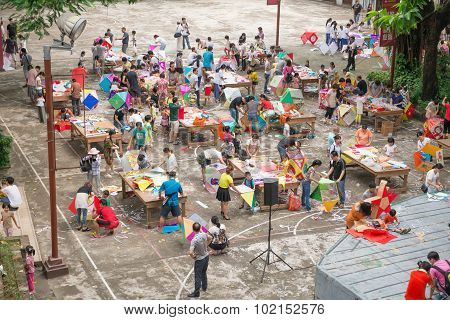 Zhongshan Guangdong China-sep 20,2015: Families Making Lanterns For Chinese Mid Autumn Festival On S
