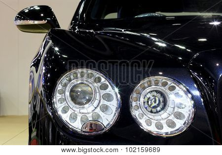 Headlight Of Blue Bentley Series Flying Spur W12  Luxury  Car