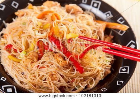 Chineese Noodles With Chicken And Vegetables