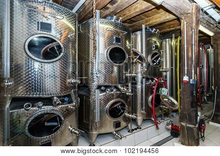 Big Stainless Steel Tanks For Wine Producing
