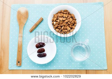 How to make almond milk at home.Ingredients ready to use, a cup of soaked almonds, three dates, three cups of water a pinch of salt and cinnamon.