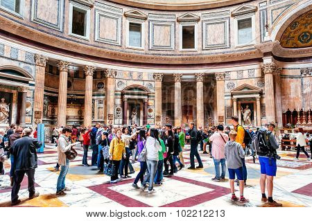 Rome, Italy - October 29: Many Tourists Visit The Ancient Pantheon In Rome