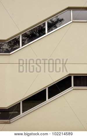 Zigzag window
