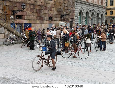 Group Of Elegant People With Bicycles Wearing Old Fashioned Tweed Clothes
