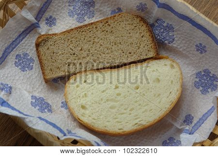 Slices of bread on napkin