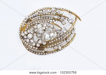 Round golden brooch with diamonds