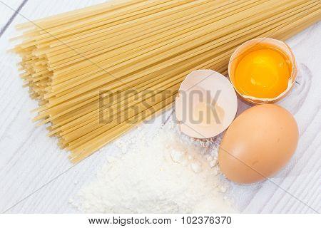 Spaghetti flour and eggs