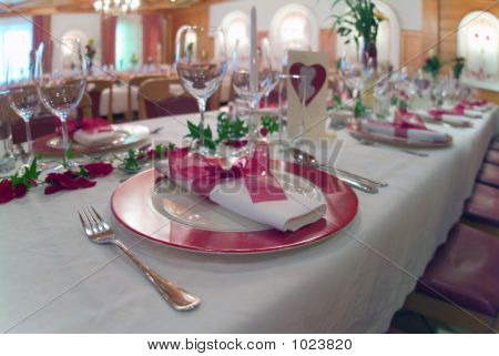 Table Decoration With Glasses And Pink Plates