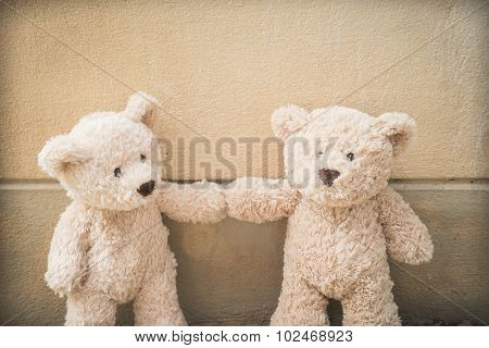 Teddybears touching