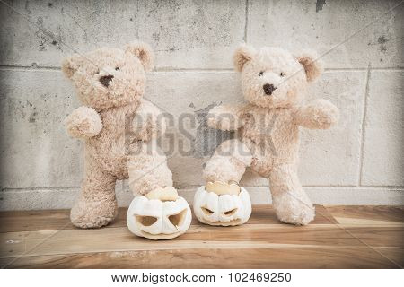 Teddybears with carved pumpkins
