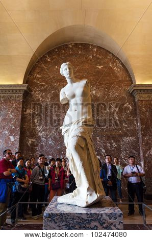 Paris, France - May 13, 2015: Tourists Visit  The Venus De Milo Statue At The Louvre Museum In Paris