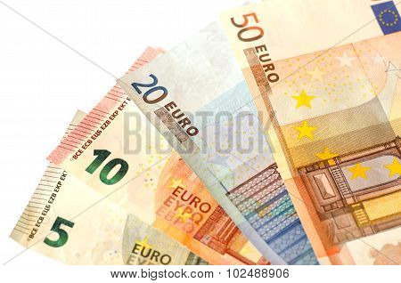 Bills nominal value of five euros , ten euros , twenty euros