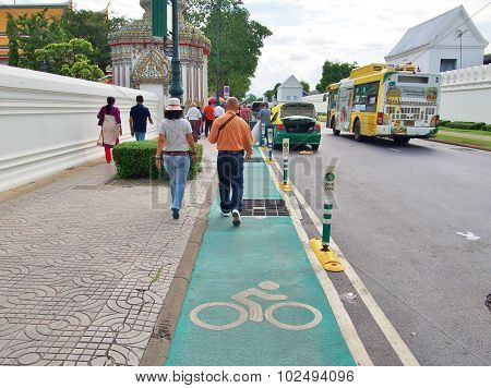 bike lane around Wat Phra Chetuphon in Bangkok, Thailand.