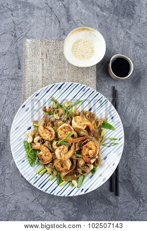 Kingprawns with Ricenoodles and Vegetable on Plate