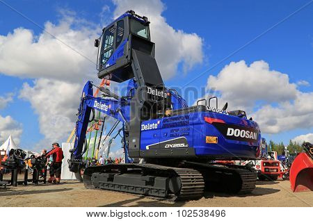 Blue Doosan DX255LC Crawler Excavator