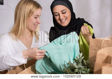Female After Shopping With Muslim