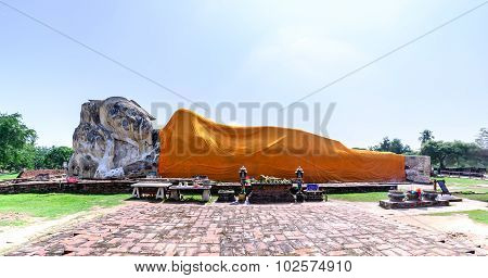 Reclining Buddha At Wat Lokkayasutharam In Phra Nakhon Si Ayutthaya, Thailand.