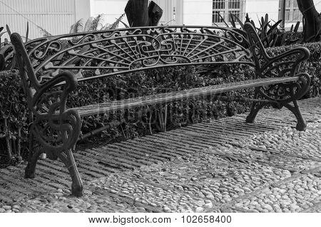 Metallic bench