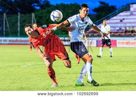 Sisaket Thailand-september 16: Lee Won-young Of Pattaya Utd (white) In Action During Thai Premier Le