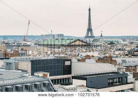 PARIS - NOVEMBER 15: Eiffel tower from Trocadero on November 15, 2015 in Paris. The tallest structur