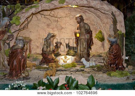 Born Jesus figurines