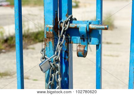 Door closed with a chain and padlock.