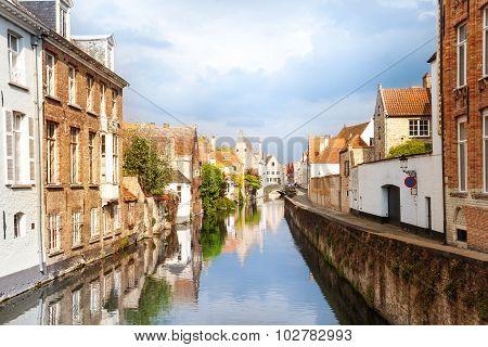 Sint-Annarei canal and Dijver Spiegelrei street