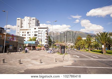Avenue Naciones Unidas on a nice sunny day with Pichincha volcano in the background