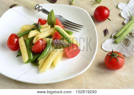 Penne pasta with green beans, cherry tomatoes and basil