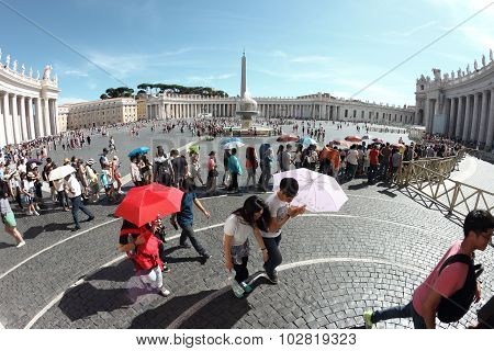 Tourist At Saint Peter Square