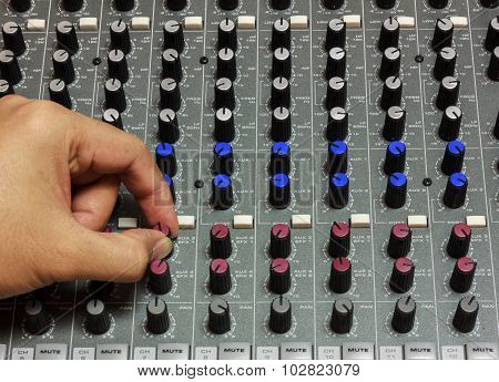 Finger Someone Sound Tuning Mixer.