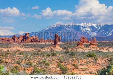 Beautiful view of Mt Waas and Arches park plateau