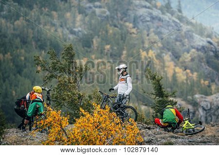 preparation racers mountain bikers to downhill